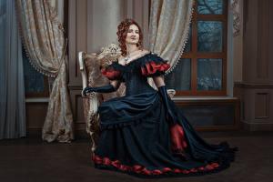 Hintergrundbilder Retro Braune Haare Kleid Sitzen Handschuh Mädchens