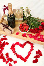 Pictures Still-life Holidays Roses Strawberry Champagne Valentine's Day Heart Red Petals Bottle Stemware Present Flowers Food