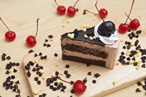 Fonds d'écran Confiseries Gâteau Cerise Chocolat Fruit à coque Planche à découper Morceau