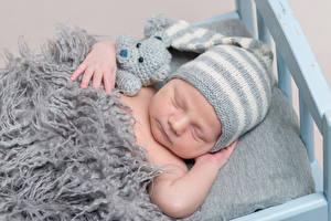 Hintergrundbilder Teddybär Baby Mütze Schlaf