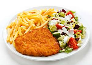 Hintergrundbilder Die zweite Gerichten Fleischwaren Pommes frites Salat Gemüse Weißer hintergrund Teller Lebensmittel