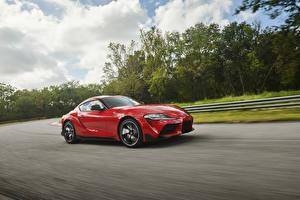 Bilder Toyota Rot Metallisch Geschwindigkeit 2019 GR Supra Autos