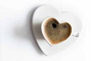 Fotos Valentinstag Kaffee Weißer hintergrund Tasse Herz
