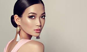 Bilder Asiatische Farbigen hintergrund Brünette Starren Ohrring Gesicht