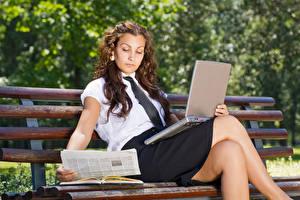 壁纸,,棕色的女人,坐,筆記型電腦,长凳,腿,裙,女孩,