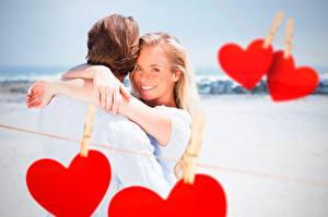 Fotos Paare in der Liebe Valentinstag Herz Lächeln Wäscheklammer Blond Mädchen Mädchens