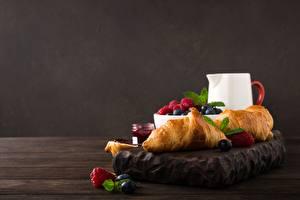 Фотография Круассан Ягоды Малина Завтрак Пища