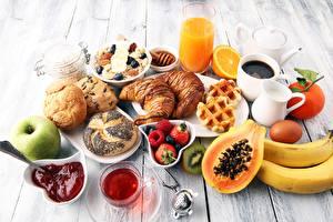 Bilder Croissant Saft Konfitüre Brötchen Nussfrüchte Müsli Erdbeeren Frühstück Lebensmittel