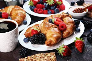 Pictures Croissant Strawberry Raspberry Blackberry Coffee Plate Food