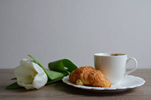 Pictures Croissant Tulips Plate Cup Food