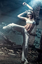 Fotos Tanz Hand Bauch Mädchens