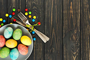 Wallpapers Easter Candy Wood planks Plate Eggs Multicolor Fork Food