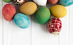 Pictures Easter Wood planks Eggs Multicolor