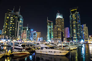 Bakgrunnsbilder De forente arabiske emirater Dubai Bygninger Småbåthavnen Passbåt Et skip Natt Byer