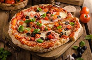 Hintergrundbilder Fast food Pizza Oliven Schneidebrett Basilienkraut Lebensmittel