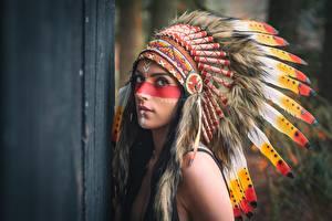 Bilder Federn Federhaube Indianer Starren Mädchens