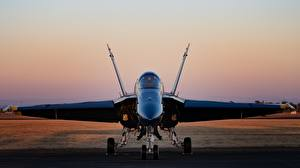 Bilder Jagdflugzeug Bomber Vorne Hornet CF-18 Luftfahrt