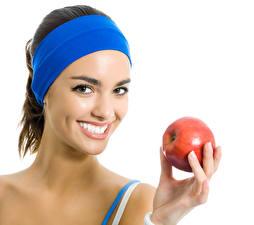 Fotos Finger Äpfel Weißer hintergrund Brünette Lächeln Zähne Starren Mädchens