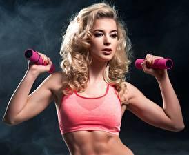 Hintergrundbilder Fitness Blondine Hantel Hand Mädchens