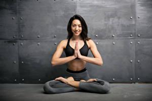 Hintergrundbilder Fitness Brünette Körperliche Aktivität Lächeln Hand Mädchens