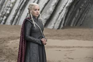 Bilder Game of Thrones Daenerys Targaryen Emilia Clarke Blondine Film Prominente Mädchens