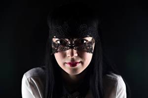 Fonds d'écran Masque Fond noir Cheveux noirs Fille Voir Visage Filles
