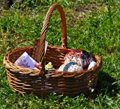 Bilder Backware Kulitsch Ostern Gras Weidenkorb