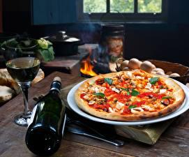 Bilder Pizza Flasche Tisch Lebensmittel