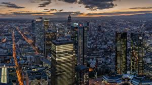 Bilder Wolkenkratzer Abend Gebäude Frankfurt am Main Deutschland Megalopolis Städte