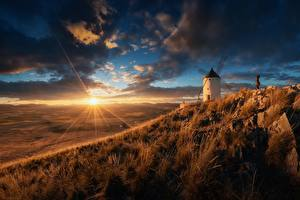 Fotos Morgendämmerung und Sonnenuntergang Himmel Grünland Spanien Lichtstrahl Sonne Mühle Natur