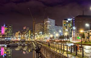 壁纸、、イギリス、建物、川、桟橋、塀、夜、街灯、Liverpool、