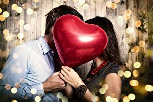 Pictures Valentine's Day Couples in love Toy balloon Hands
