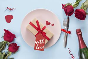 Picture Valentine's Day Roses Plate Heart Fork