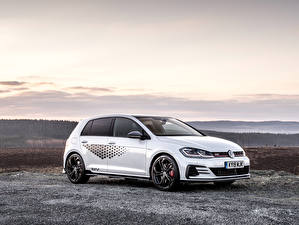 Bilder Volkswagen Weiß 2019 Golf GTI TCR 5-door Autos