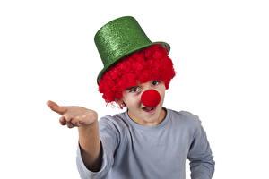 Bilder Weißer hintergrund Junge Clown Uniform Der Hut Hand Kinder