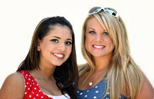 Fotos Weißer hintergrund 2 Lächeln Blick Brille Mädchens