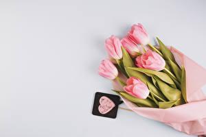 Fotos Sträuße Tulpen Grauer Hintergrund Rosa Farbe Herz Blumen