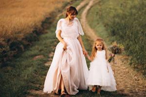 Fonds d'écran Aux cheveux bruns Jeune mariée Petites filles Les robes 2