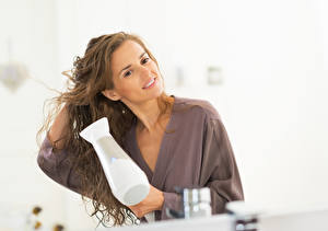 Hintergrundbilder Braune Haare Haar Föhn Starren Lächeln Mädchens