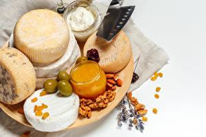 Hintergrundbilder Käse Honig Schalenobst Oliven Rosinen Weißer hintergrund Weckglas Die Sahne