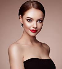 Hintergrundbilder Farbigen hintergrund Braunhaarige Blick Rote Lippen Mädchens