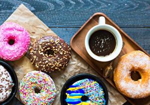 Papéis de parede Doughnut Chocolate quente Tábuas de madeira Chávena Design Alimentos