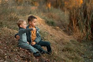 Bilder Sitzend Junge 2 Gras Ekaterina Borisova Kinder