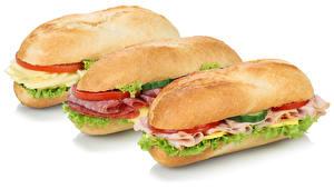 Fotos Fast food Sandwich Wurst Gemüse Weißer hintergrund Drei 3 Lebensmittel