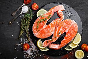 Fotos Fische - Lebensmittel Zitrone Tomate Salz das Essen