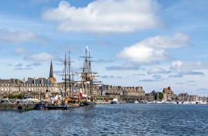 Bilder Frankreich Haus Bootssteg Schiffe Segeln Bucht Saint-Malo Städte