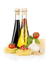 Photo Allium sativum Tomatoes White background Bottles Pasta Oil Food