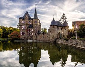 Fotos Deutschland Burg Teich Lichtstrahl Satzvey Castle Städte