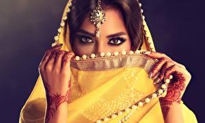 Hintergrundbilder Indian Ukraine Schön Hand Blick Sofia Zhuravets Mädchens