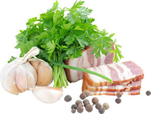 Bilder Fleischwaren Knoblauch Schwarzer Pfeffer Gemüse Weißer hintergrund Salo - Lebensmittel Lebensmittel